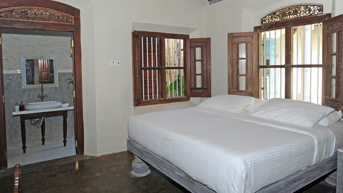 colonial-bungalow-Bedroom-with-attached-Bathroom