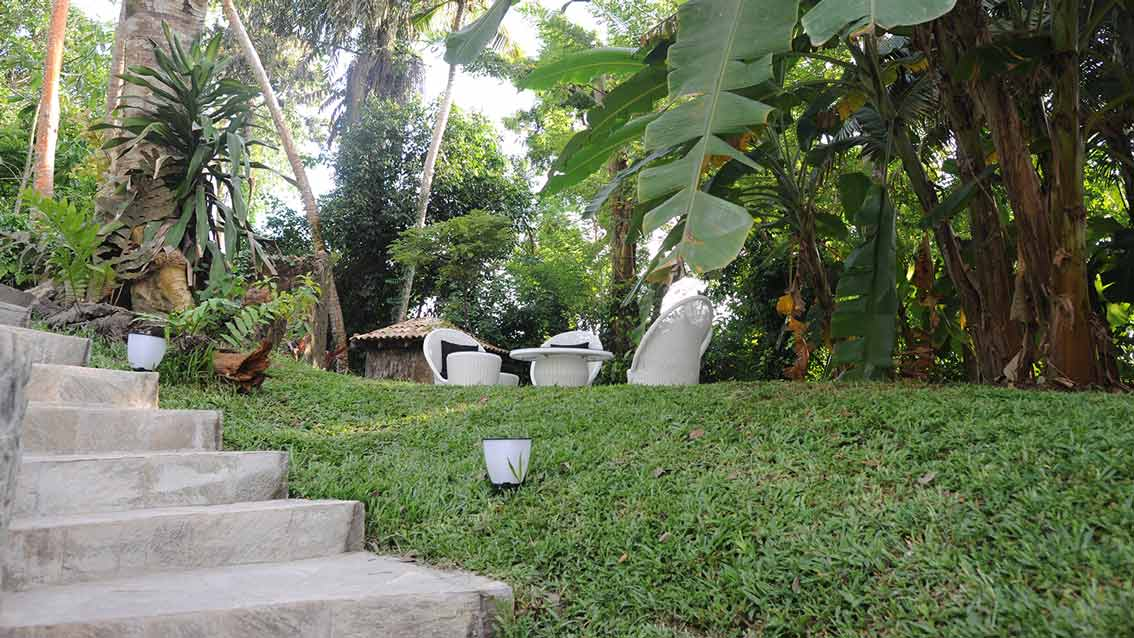 colonial-bungalow-Garden-Seating