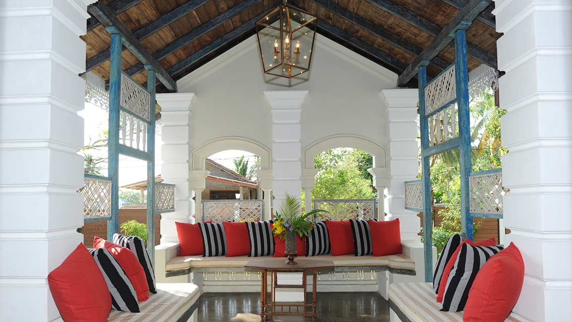 colonial-bungalow-The-Entrance-Porch