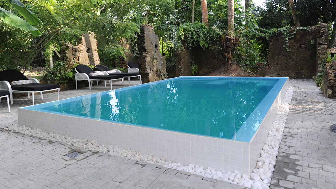 colonial-bungalow-The-White-Mosaic-Pool