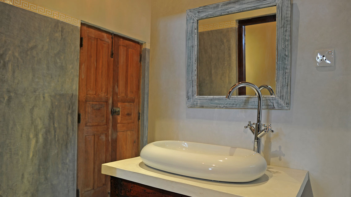 colonial-bungalow-Vanity-Counter
